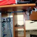 Кабел-канали, скриващи всички кабели на компютъра и принтера